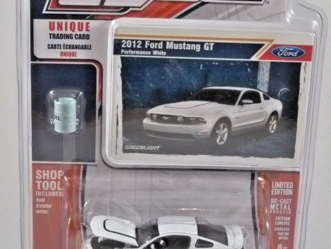 2012 FORD MUSTANG 5.0 GT in White 1/64 scale model GREENLIGHT