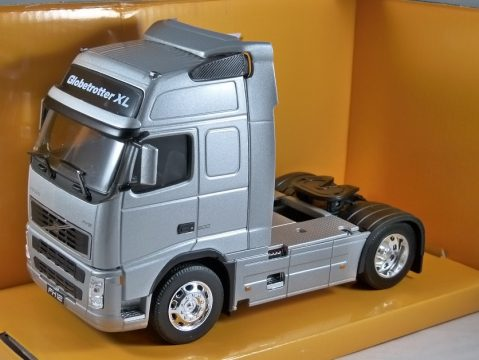 VOLVO FH12 TRUCK in Silver 1/32 scale model by WELLY
