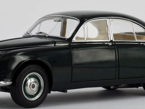 1967 Daimler 250 V8 British Racing Green 1/18 scale model by Paragon