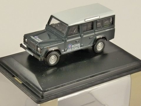 LAND ROVER DEFENDER - RAF - 1/76 scale model OXFORD DIECAST