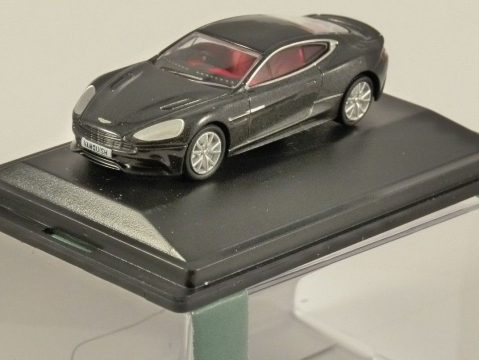 ASTON MARTIN VANQUISH in Quantum Silver 1/76 scale model OXFORD DIECAST