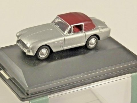 ASTON MARTIN DB2 MkIII in Silver 1/76 scale model OXFORD DIECAST