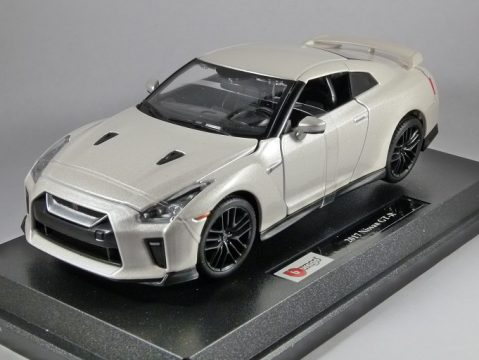 2017 NISSAN GT-R in White - 1/24 scale model by Burago