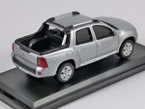 RENAULT DUSTER OROCH in Silver 1/43 scale model by Norev