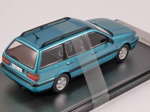 1993 VOLKSWAGEN PASSAT ESTATE in Green 1/43 scale model by Premium X