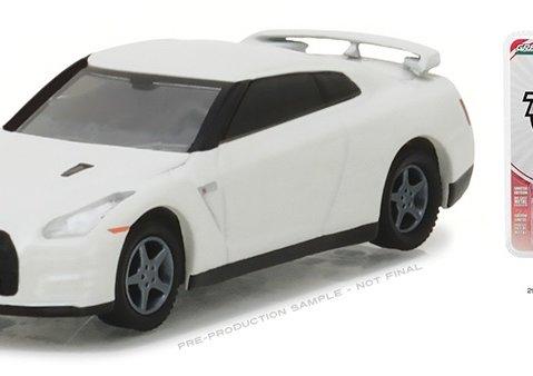 2014 NISSAN GT-R R35 in White - 1/64 scale model GREENLIGHT