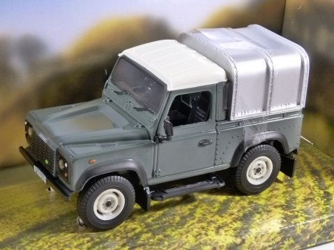 LAND ROVER DEFENDER 90 TD5 in Green 1/32 scale model by Britains