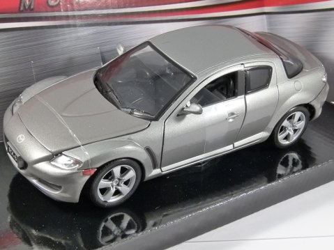 MAZDA RX-8 in Silver - 1/24 scale model by MotorMax