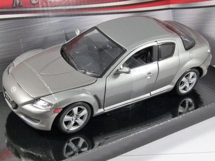 MAZDA RX-8 in Silver - 1/24 scale model by MotorMax