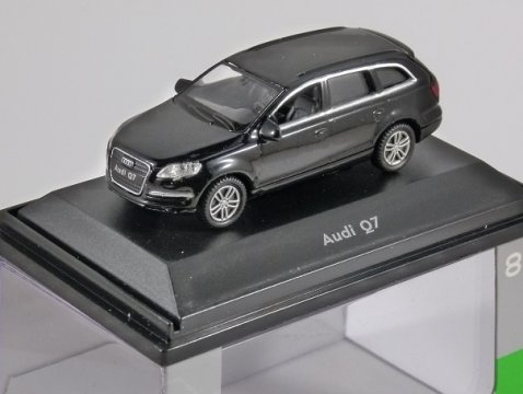 AUDI Q7 in Black 1/87 scale model by WELLY