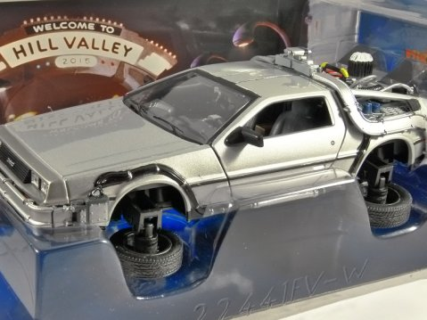 DELOREAN Time Machine Flying BTTF 2 Back To The Future 1/24 scale model WELLY