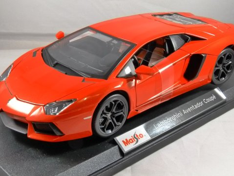 LAMBORGHINI AVENTADOR in Orange 1/18 scale model MAISTO