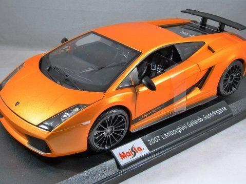 2007 LAMBORGHINI GALLARDO SUPERLEGGERA in Orange 1/18 scale model MAISTO