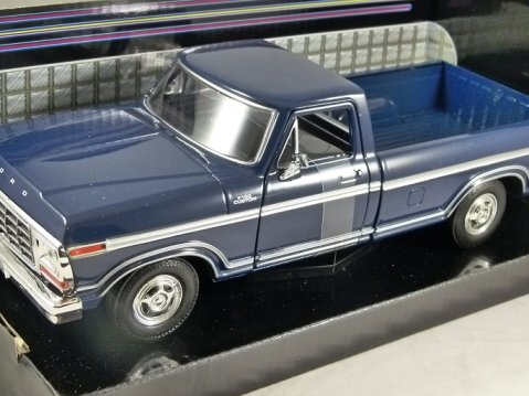 1979 FORD F-150 CUSTOM in Blue - 1/24 scale model by MotorMax