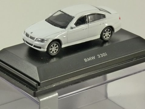 BMW 330i in White 1/87 scale model WELLY