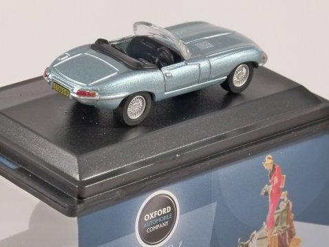JAGUAR E TYPE in Silver Blue 1/76 scale model OXFORD DIECAST