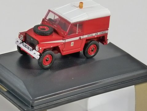 LAND ROVER 1/2 Ton Lightweight - RAF Red Arrows 1/76 scale model OXFORD DIECAST