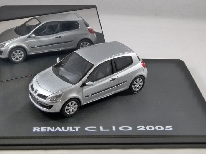 2005 RENAULT CLIO in Silver 1/43 scale model by Eligor