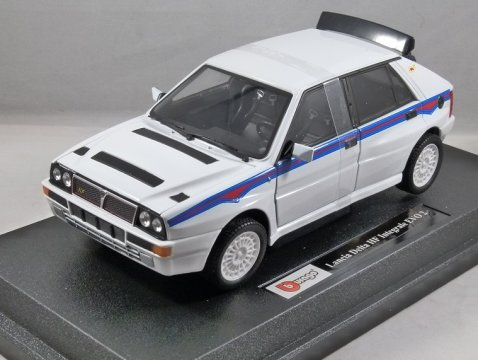 1992 LANCIA DELTA HF INTEGRALE EVO 2 in White - 1/24 scale model by Burago