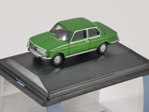 BMW 2002 in Taiga Green - 1/76 scale model OXFORD DIECAST