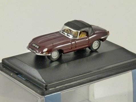 JAGUAR E TYPE in Imperial Maroon 1/76 scale model OXFORD DIECAST