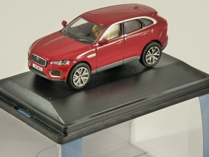 JAGUAR F-PACE in Italian Red 1/76 scale model OXFORD DIECAST