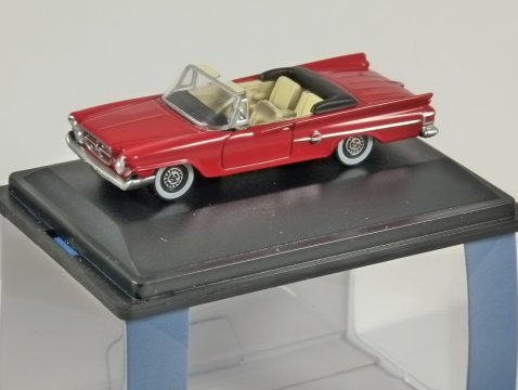 1961 CHRYSLER 300 CONVERTIBLE in Red 1/87 scale model OXFORD DIECAST