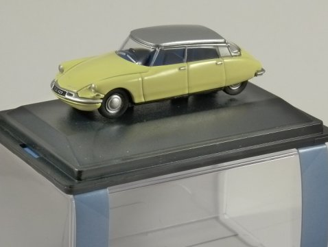 CITROEN DS19 in Yellow - 1/76 scale model OXFORD DIECAST