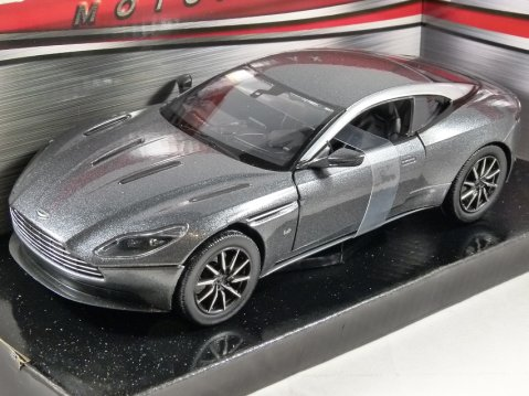 ASTON MARTIN DB11 in Magnetic Silver - 1/24 scale model by MotorMax