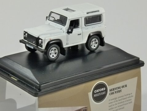 LAND ROVER DEFENDER 90 in White - 1/76 scale model OXFORD DIECAST