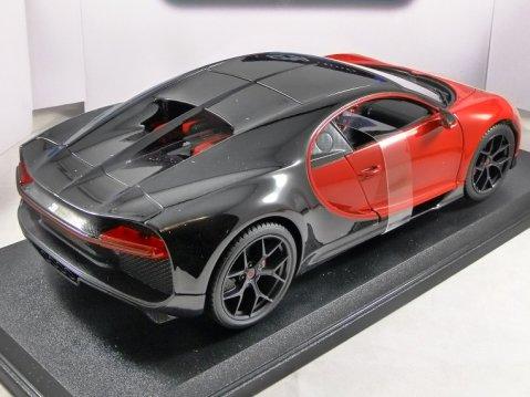 BUGATTI CHIRON SPORT in Red / Black 1/18 scale model MAISTO