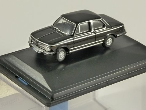 BMW 2002 in Black - 1/76 scale model OXFORD DIECAST