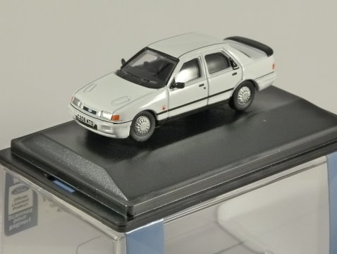 FORD SIERRA SAPPHIRE COSWORTH in White - 1/76 scale model OXFORD DIECAST