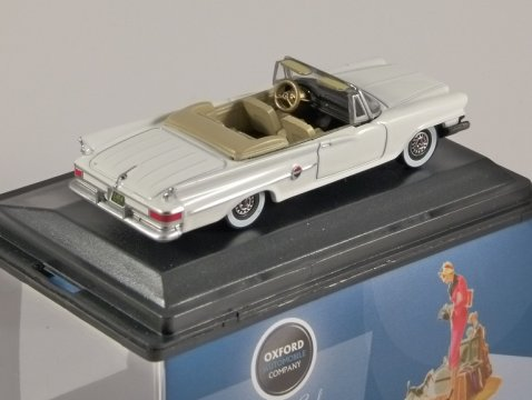 1961 CHRYSLER 300 CONVERTIBLE in White 1/87 scale model OXFORD DIECAST