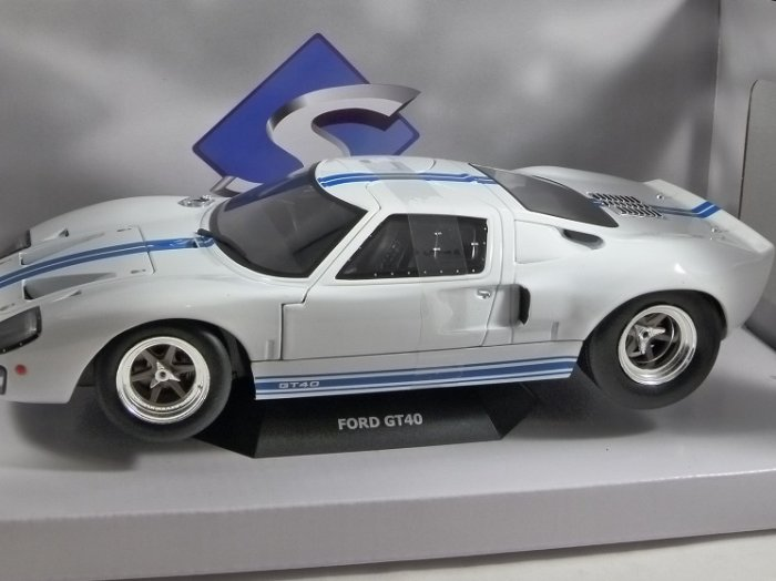 1968 FORD GT40 in White 1/18 scale model by SOLIDO