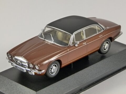 DAIMLER DOUBLE SIX Series 2 VdP in Caramel 1/43 scale model by Corgi / Vanguards