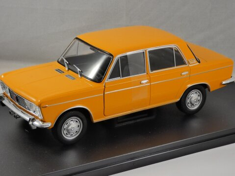 FIAT 125 Saloon in Orange 1/24 scale model by Whitebox