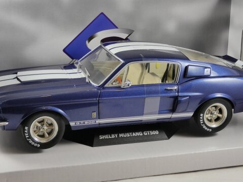 SHELBY FORD MUSTANG GT500 in Blue 1/18 scale model by SOLIDO